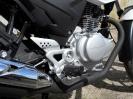 CBF 125 bílá - pravý bok - motor